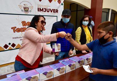 PRESIDE ARACELI BROWN ENTREGA DE 40 TABLETAS ELECTRÓNICAS EN APOYO DE JÓVENES ESTUDIANTES