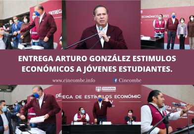 ENTREGA ARTURO GONZÁLEZ ESTIMULOS ECONÓMICOS A JÓVENES ESTUDIANTES.